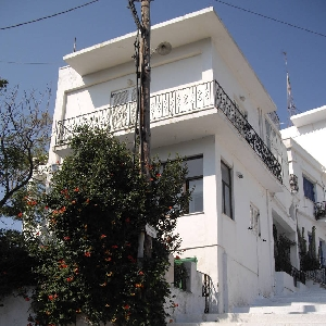 Ground floor appartment at Tinos Town