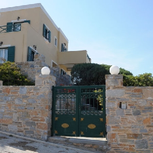 Detached house with sea view in Azolimnos